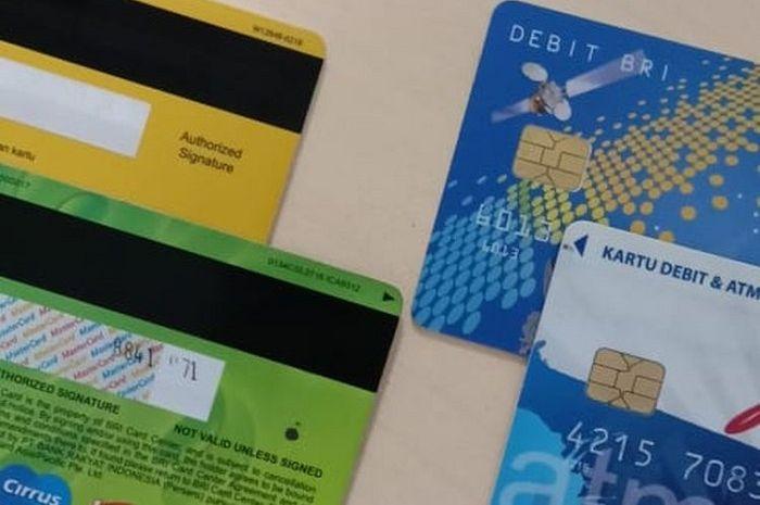 Ilustrasi kartu ATM chip dan magnetic stripes.