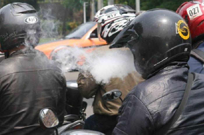 Hasil gambar untuk bahaya merokok saat berkendara