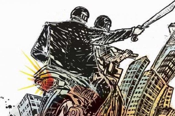 Para gangster bonceng 3 untuk menutupi senjata tajam