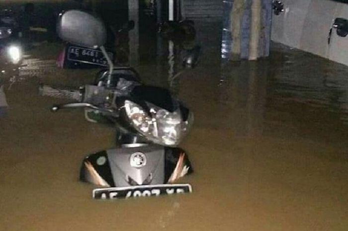 Motor yang terkena banjir harus langsung di servis.
