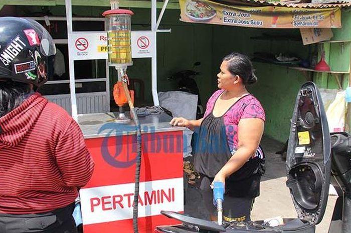 Ilustrasi penjual bensin Pertamini.