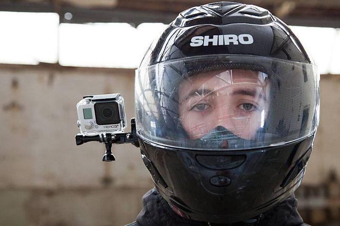 Foto ilustrasi penggunaan action cam pada helm, pakar safety riding sebut harus perhatikan hal ini