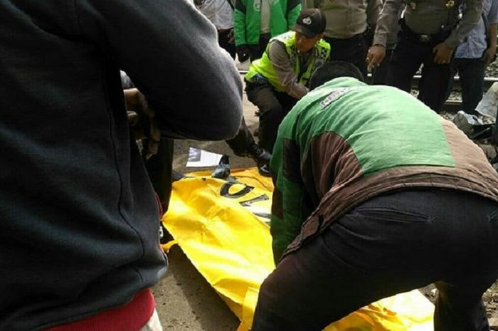 Lelaki bernama Sarlan tewas usai terseret kereta api di Depok, Jabar.