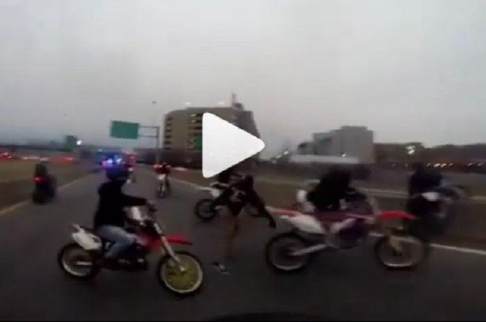 Aksi geng motor ketika dipres Polisi Boston