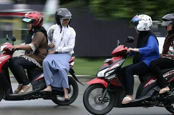 Ilustrasi membonceng aman untuk perempuan 'ngangkang'