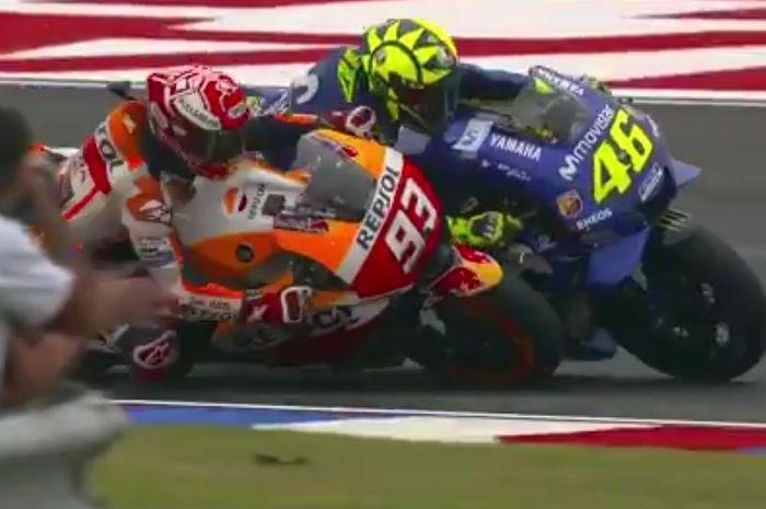 Momen per detik gerakan Marc Marquez saat mendekati Valentino Rossi