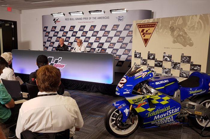 Motor Suzuki RGV500 yang dipakai Kenny Roberts Jr saat juara dunia GP 500 cc pada tahun 2000, dipaja