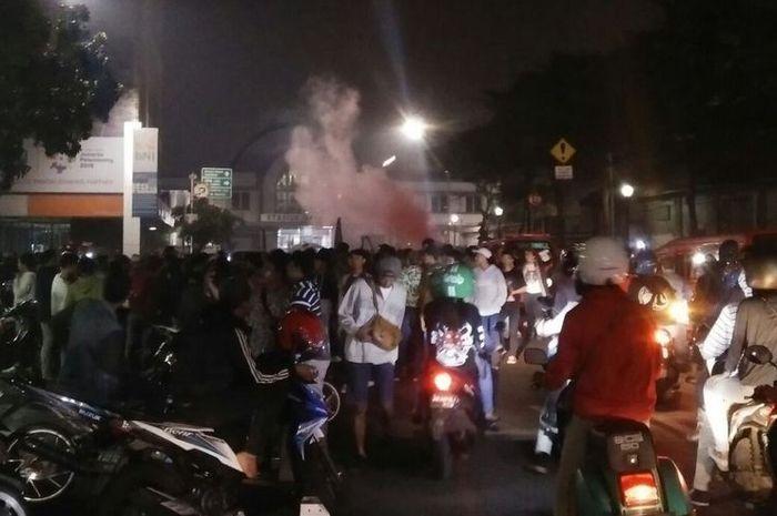 Ilustrasi peserta Sahur On The Road yang meresahkan warga