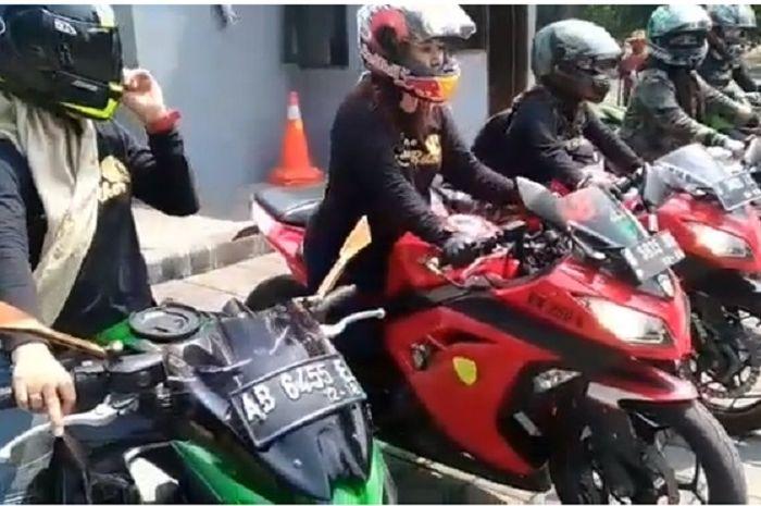 Begini cara lady biker Surabaya sambut lomba Agustusan.