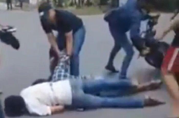 Pelaku penjambretan ditembak polisi di Palembang, seorang tewas.