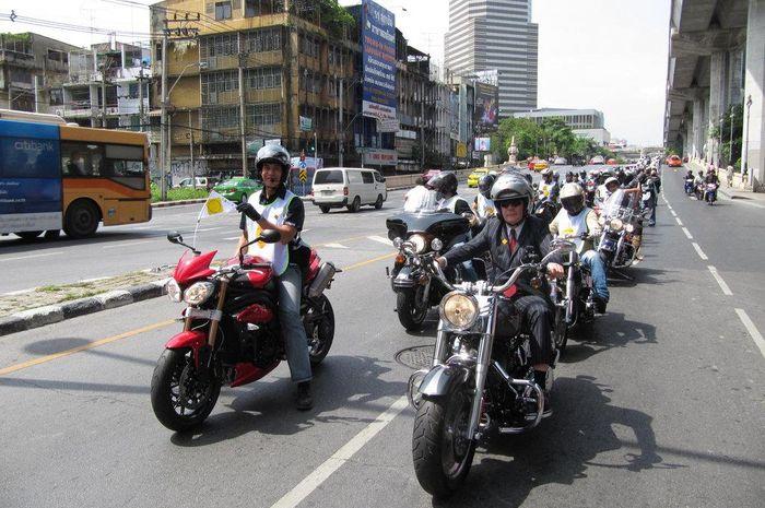 Ilustrasi konvoi pengguna motor ber-cc besar (moge)