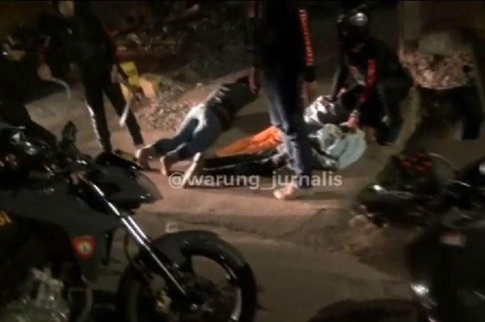 Tiga orang gangster diringkus polisi dari Polres Jakarta Timur.